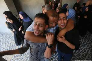 Funerals are held for Naji Jamil Abu Assi, 18, and his cousin Alaa Ziad Abu Assi, 21, in Khan Yunis, in the south of the Gaza Strip, on 19 September 2018, after they were killed by Israeli occupation forces [Mohammed Asad/Middle East Monitor]