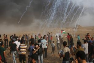 Palestinians gather at the Gaza-Israel border as part of the 'Great March of Return' on August 31, 2018 [Mohammad Asad / Middle East Monitor]