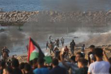 Israeli forces attack Palestinians protesting at the Gaza border on 11 September 2018 [Mohammed Asad/Middle East Monitor]