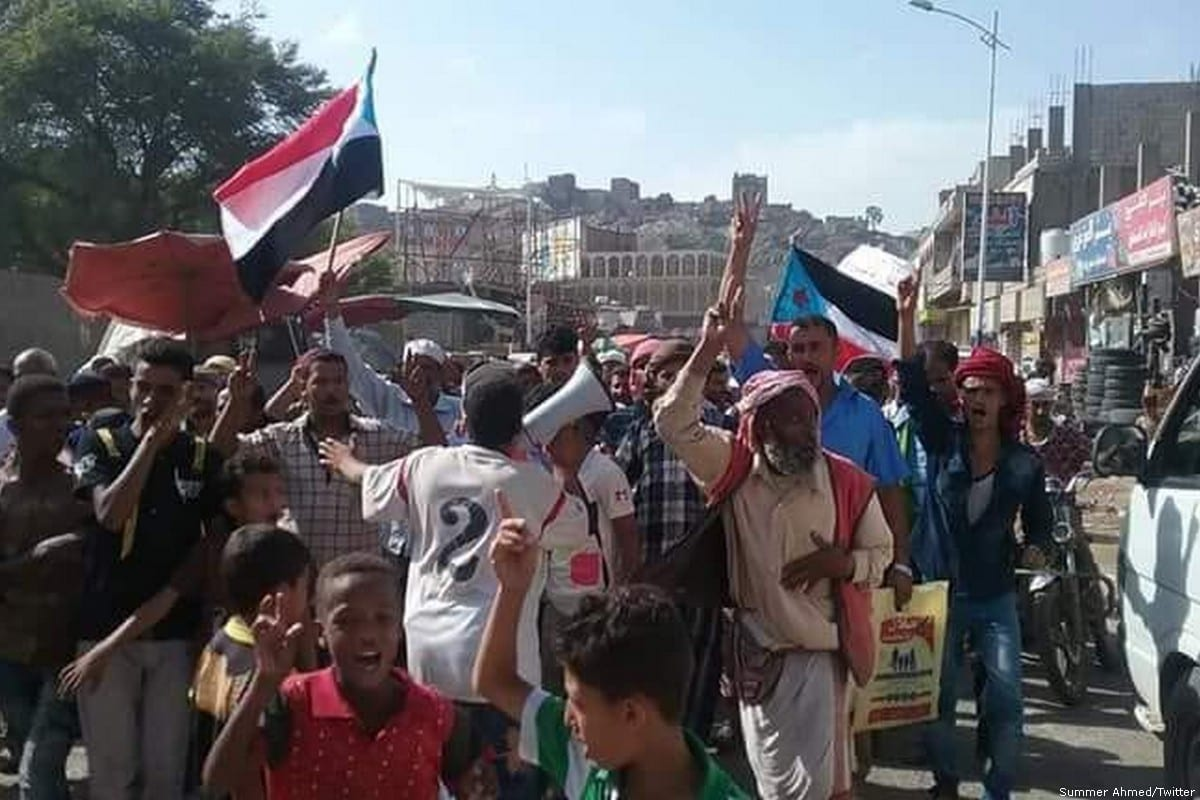 People come together to protest the rising cost of living in Aden, Yemen [Summer Ahmed/Twitter]