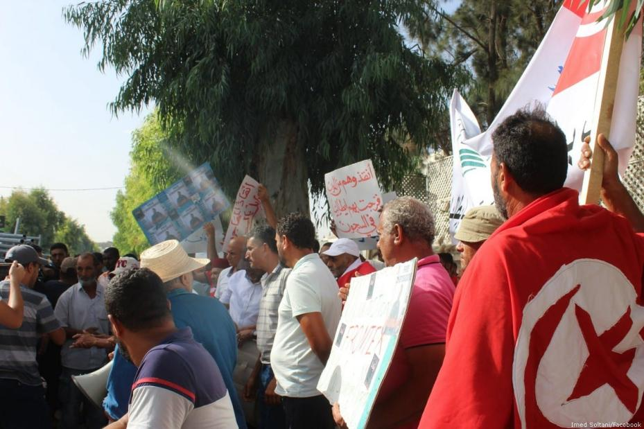 Dozens of Tunisians gathered outside the Italian embassy in Tunis to protest the arrest of six local fishermen by the Italian authorities [Imed Soltani/Facebook]