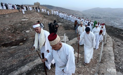 Samaritans head up Mount Gerizim to pray during the Sukkot holiday West Bank, 23 October 2018 [Shadi Jarar'ah/Apaimages]