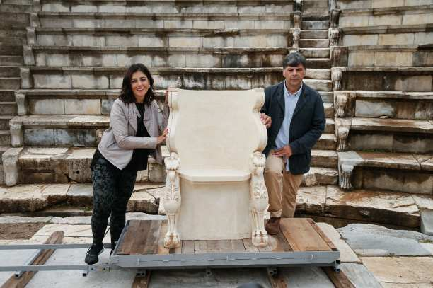 Professional sculptor Sinan Ilhan recreated the ancient 'nobility chair'. 30 October 2018, Turkey. [Mahmut Serdar/Anadolu Agency]