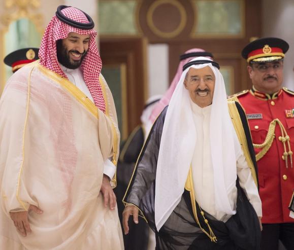 Crown Prince of Saudi Arabia Mohammad bin Salman (L) is welcomed by Kuwait's Emir, Sheikh Sabah al-Ahmad al-Jaber al-Sabah (R) in Kuwait City, Kuwait on 30 September 2018 [BANDAR ALGALOUD/Anadolu Agency]