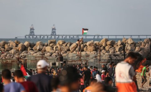 """Palestinians stage a """"maritime demonstration"""" to break the Gaza blockade by sea with more than 20 vessels of various sizes in Gaza City, Gaza on 8 October 2018. [Mustafa Hassona - Anadolu Agency]"""
