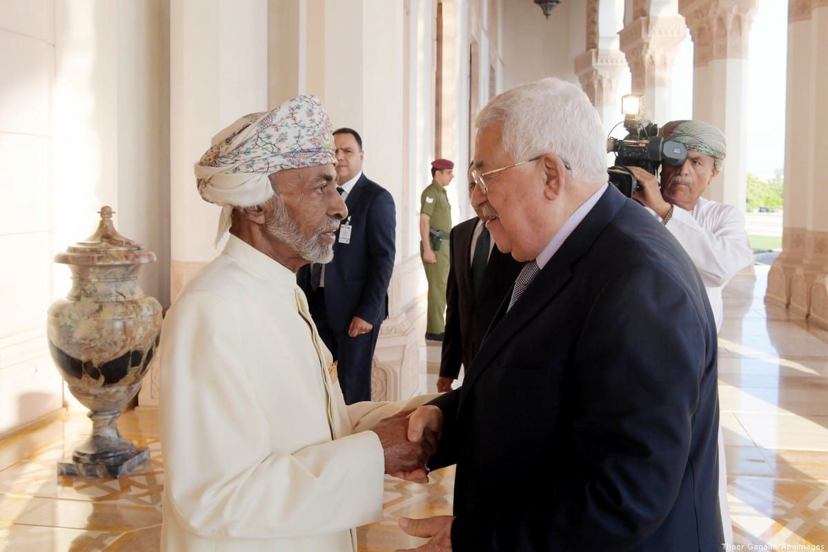 Palestinian President Mahmoud Abbas meets with Oman's Sultan Qaboos bin Said in Muscat, Oman, on 22 October 2018 [Thaer Ganaim/Apaimages]