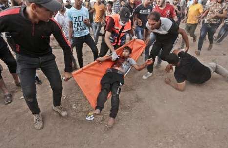 The winning photograph by MEMO's photographer Mohammed Asad of 13-year-old Palestinian Fares Al-Sirsawi in Gaza [Mohammed Asad/Middle East Monitor]