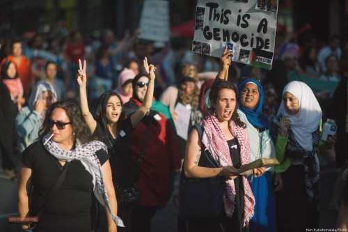 BDS protesters [Heri Rakotomalala/Flickr]