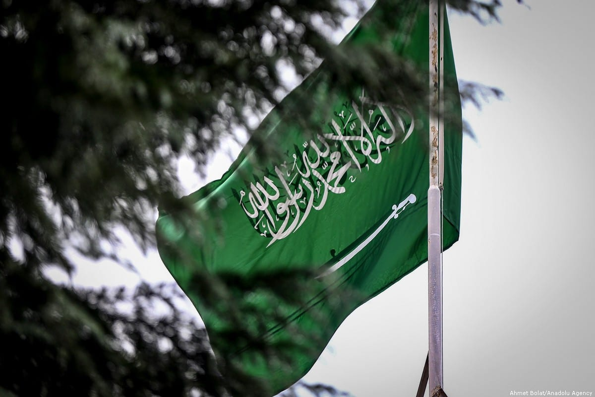 Flag of Saudi Arabia waves at the Saudi consulate in Istanbul, Turkey on 11 October 2018 [Ahmet Bolat/Anadolu Agency]