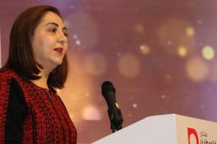 Rowan Damen presents the Creative Media Awards at Tawasol 3 in Istanbul, Turkey, on 17 November 2018 [Jehan Alfarra/Middle East Monitor]