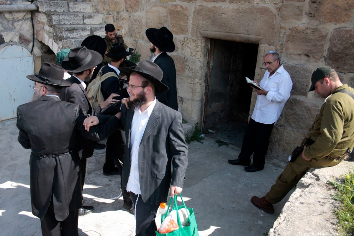Israeli settlers can be seen in the West Bank on 20 April 2011 [Najeh Hashlamoun/Apaimages]
