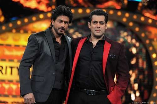 Indian Bollywood actors Shah Rukh Khan (L) and Salman Khan on 20 on January 2017 [Sujit Jaiswal/AFP/Getty Images]