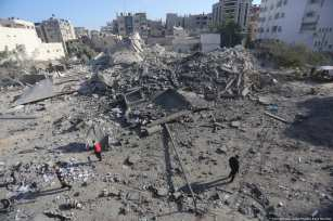 Residential buildings were amongst those destroyed in the brutal airstrike. 13 November 2018 [Mohammed Asad/Middle East Monitor]