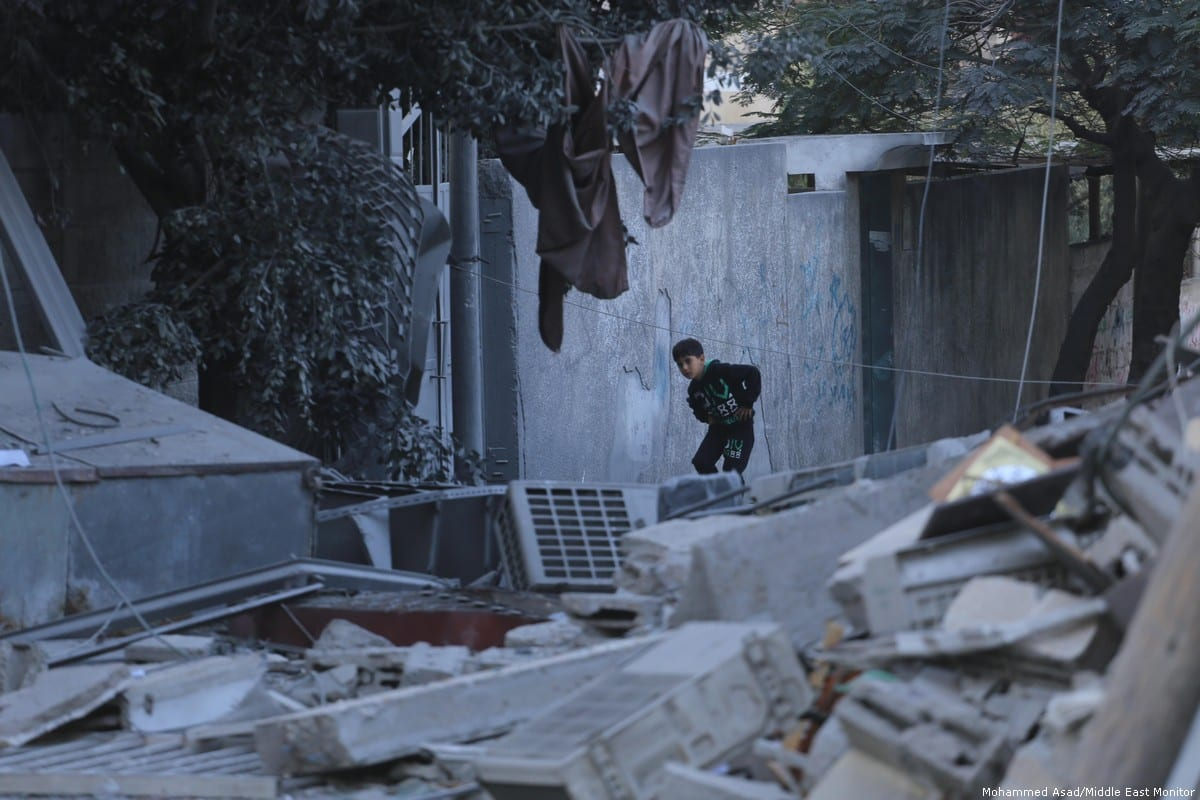 A Palestinian boy makes his way through the rubble in Gaza. 13 November 2018 [Mohammed Asad/Middle East Monitor]
