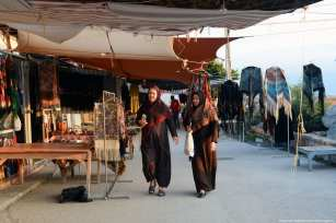 Two women tour the tents, looking for some homemade wares Iran, 21 November 2018 [Fatemeh Bahrami/Anadolu Agency]