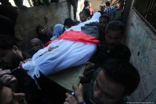 Relatives and friends attend the funeral for Palestinian fisherman Mustafa Abu-Odeh, who was shot dead by Egyptian forces on 8 November 2018 [Mohammed Asad/Middle East Monitor]