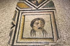 """Recently returned pieces of the ancient """"Gypsy girl"""" mosaic are on display during a public exhibit in its original home at Zeugma Mosaic Museum in Turkey's southeastern Gaziantep province on 9 December 2018 [Mehmet Akif Parlak/Anadolu Agency]"""
