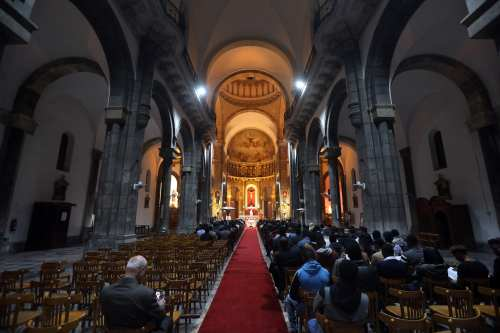On Monday evening, the celebration of the birthday mass of Jesus Christ began with the ringing of the bells in the cathedral church in Tunis, headed by the Bishop of the Church of Elario Antonioni Christmas Eve in Tunis on 24 December 2018 [Yassine Gaidi/Anadolu Agency]