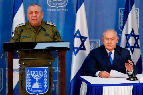 Israeli Prime Minister Benjamin Netanyahu and Israeli Chief of Staff Gadi Eizenkot (L) give a press conference in Tel Aviv, on 4 December 2018 [JACK GUEZ/AFP/Getty Images]