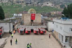 Mosque Eyyubi is being transported with a self-propelled modular transporter to the New Cultural Park Area in Hasankeyf district of Turkey's southeastern Batman province on 20 December 2018 [Selman Tür/Anadolu Agency]