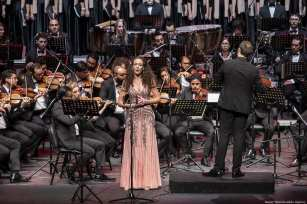 Tunisian soprano Emire Dahile performs with Tunisian Symphony Orchestra during the first concert of 2019 in Tunisia on 1 January 2019 [Nacer Talel/Anadolu Agency]