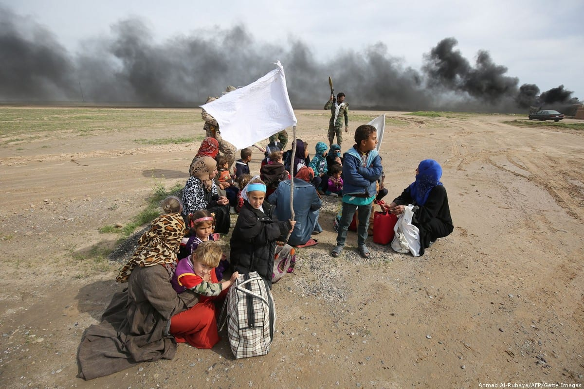 Displaced Iraqi families gather as they flee a military operation by Iraqi security personnel aimed at retaking areas from Daesh in Samarra on 3 March 2016 [Ahmad Al-Rubaye/AFP/Getty Images]
