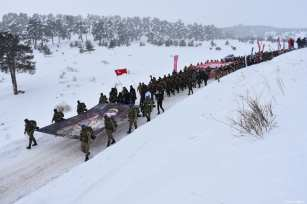 People attend a march held to commemorate the martyrs of the World War I Battle of Sarikamish, in Kars, Turkey on January 06, 2019 [Hüseyin Demirci / Anadolu Agency]