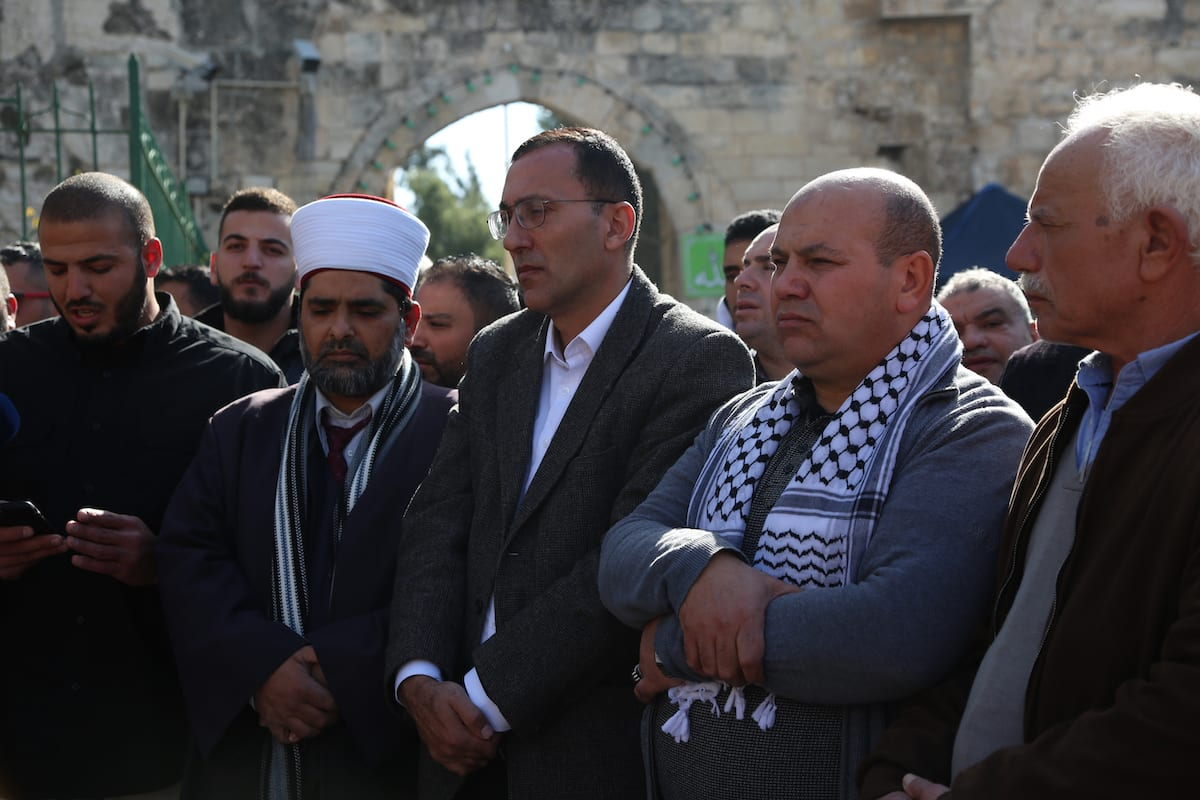Palestinians stage a demonstration at East Jerusalem's Al-Aqsa Mosque compound's Asbat Gate to protest an Israeli decision temporarily banning five of the mosque's Palestinian guards from entering the flashpoint religious site in Jerusalem on 22 January 2019. [Faiz Abu Rmeleh - Anadolu Agency ]