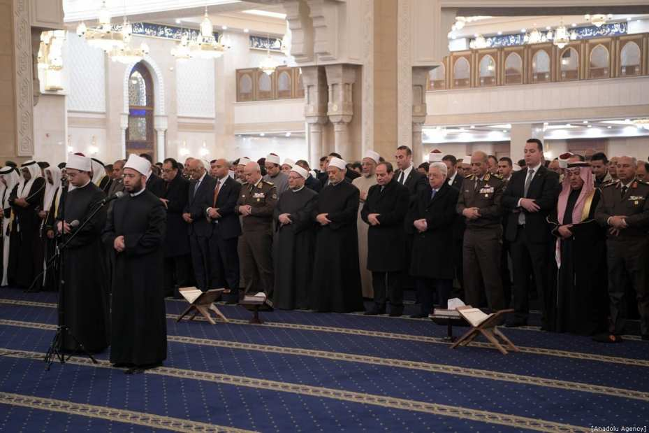 Palestinian President Mahmoud Abbas (R5) and with Egyptian President Abdel Fattah al-Sisi (R6) perform prayer after attending the formal opening of al-Fattah al-Aleem Mosque and The Cathedral of the Nativity, in Cairo, Egypt on January 07, 2019. ( Palestinian Presidency / Handout - Anadolu Agency )