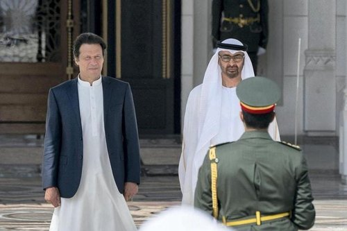 Prime Minister of Pakistan Imran Khan (L) and UAE crown prince, Sheikh Mohammed Bin Zayed Al Nahyan [Twitter]
