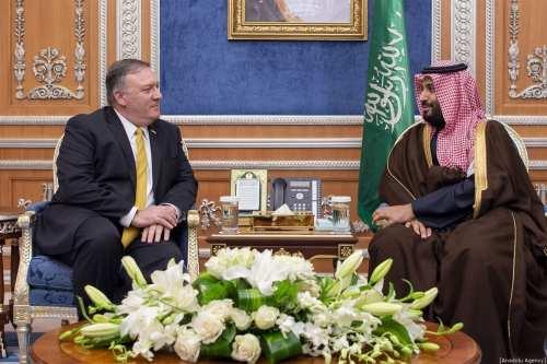 US Secretary of State Mike Pompeo (L) meets with Saudi Crown Prince Mohammed Bin Salman (R) in Riyadh, Saudi Arabia on January 14, 2019. ( Bandar Algaloud / Saudi Kingdom Council / Handout - Anadolu Agency )