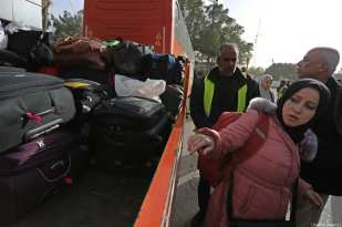 Palestinians stranded in Egypt cross the border after Egyptian authorities opened the Rafah border crossing in Gaza City, Gaza on January 8, 2019. ( Ashraf Amra - Anadolu Agency )