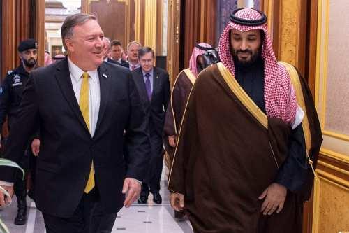 US Secretary of State Mike Pompeo (L) meets with Saudi Crown Prince Mohammed Bin Salman (R) in Riyadh, Saudi Arabia on 14 January 2019 [Bandar Algaloud/Anadolu Agency]