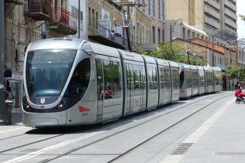 A tram of the Jerusalem Light Rail, uploaded on May 19, 2014 [Claude villetaneuse / Wikimedia]