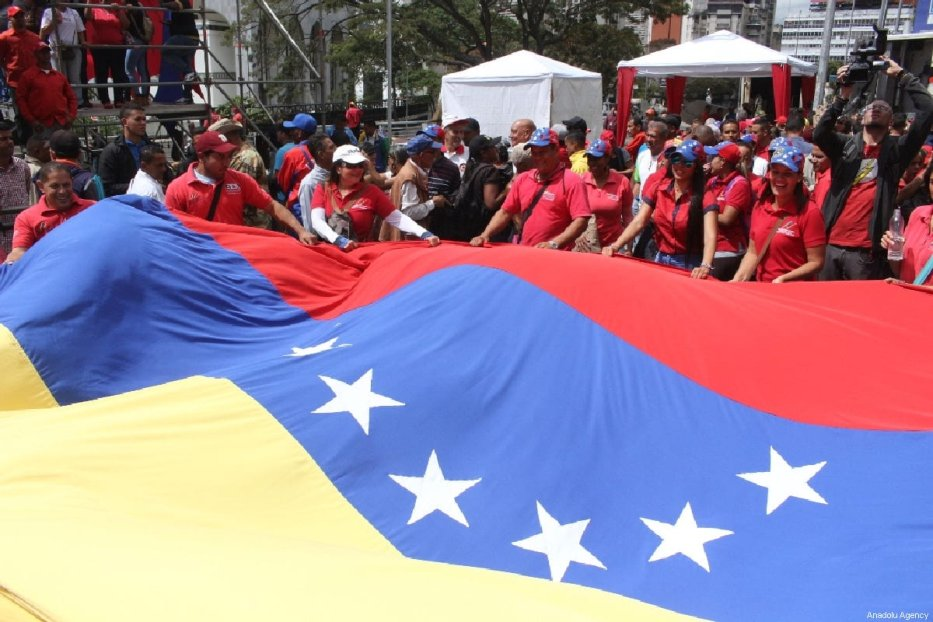 Supporters of Venezuelan President Nicolas Maduro take part in a demonstration in Caracas, Venezuela on 23 February 2019. [Venezuelan Presidency / Handout - Anadolu Agency]