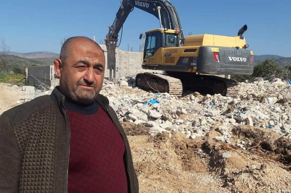 In order to avoid demolition fees by Israeli forces, a Palestinian man was forced to demolish his own home [Arab48]