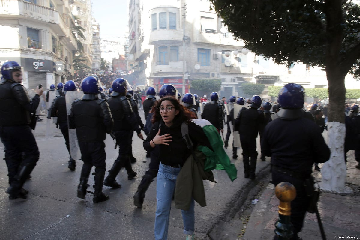 Security forces intervene Algerian university students as they protest against candidacy of President Abdelaziz Bouteflika for a fifth term in Algiers, Algeria on 26 February 2019. [Farouk Batiche - Anadolu Agency]