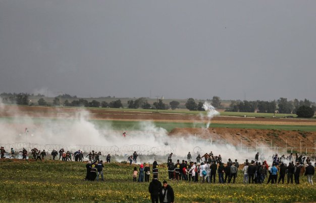 "Israeli security forces intervene in protesters with tear gas bombs during ""Great March of Return"" demonstration near Israel-Gaza border, in Khan Yunis, Gaza on March 01, 2019. ( Mustafa Hassona - Anadolu Agency )"