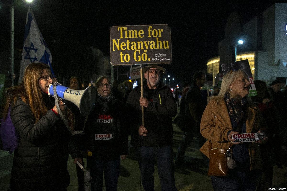 Demonstrators hold placards and shout slogans during the protest against Israeli Prime Minister Benjamin Netanyahu in Tel Aviv, Israel on 3 March 2019 [Faiz Abu Rmeleh/Anadolu Agency]