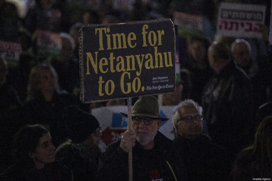 Demonstrators hold placards and shout slogans during the protest against Israeli Prime Minister Benjamin Netanyahu in Tel Aviv, Israel on March 03, 2019 [Faiz Abu Rmeleh / Anadolu Agency]