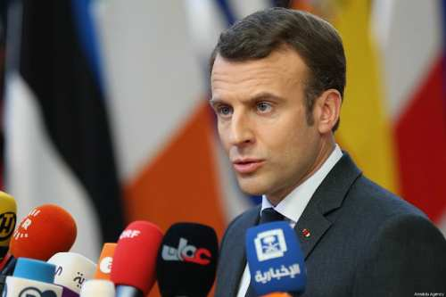 French President Emmanuel Macron speaks to media as he arrives at the European Council summit in Brussels, Belgium on 21 March 2019. [Dursun Aydemir - Anadolu Agency]