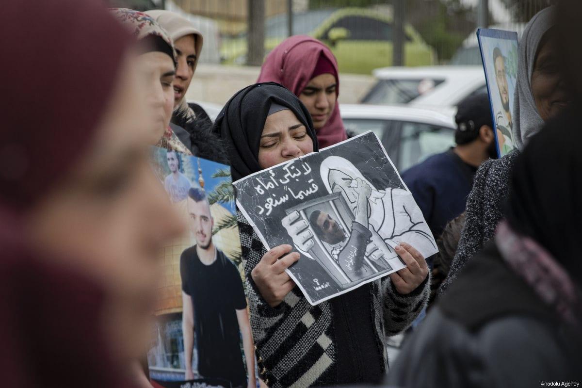 Palestinians demanding the release of Palestinian prisoners held in Israeli jails, stage a demonstration in Sheikh Jarrah neighborhood of Eastern Jerusalem on 26 March 2019. [Faiz Abu Rmeleh - Anadolu Agency]