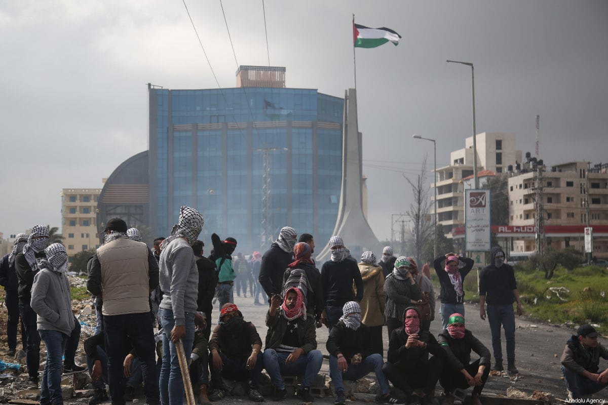 Birzeit University student stage a protest after Israeli forces take 3 students into custody, near Beit Il Israeli military check point in Ramallah, West Bank on March 27, 2019. [İssam Rimawi - Anadolu Agency]
