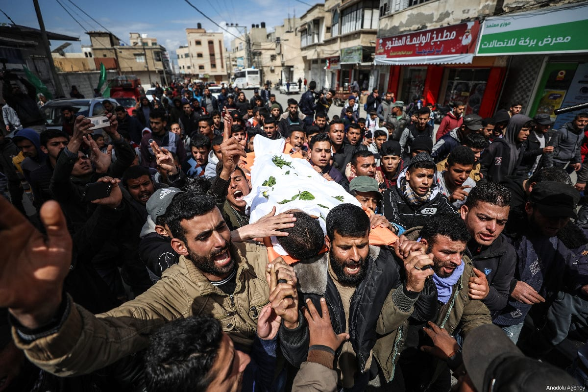 "Palestinians carry the dead body of Bilal Mamud en-Neccar (17), who was killed by Israeli forces in ""Great March of Return"" and ""Palestinian Land Day"" demonstrations, during his funeral ceremony in Khan Yunis, Gaza on 31 March 2019. ( Mustafa Hassona - Anadolu Agency )"