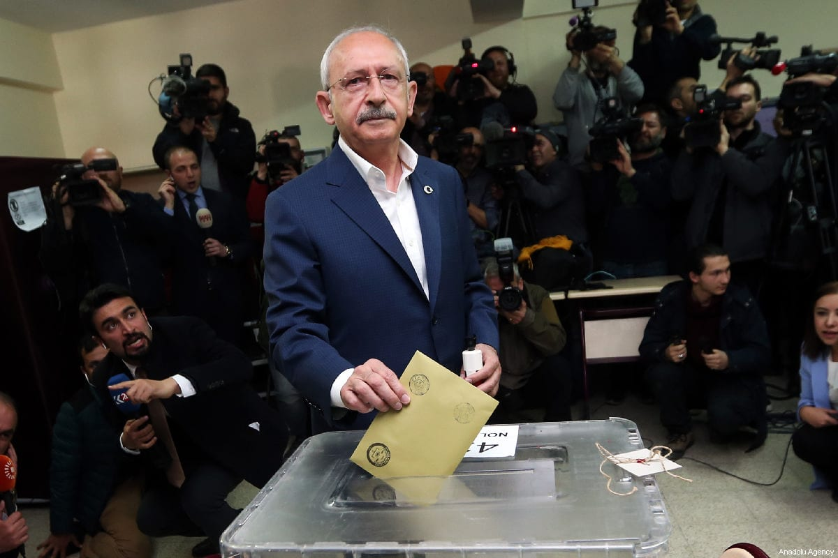 Chairman of the Republican People's Party (CHP) Kemal Kilicdaroglu casts his ballot at a polling station during local elections in Ankara, Turkey on 31 March, 2019 [Evrim Aydın/Anadolu Agency]