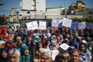 Palestinian women demonstrate against Trump's 'Deal of the Century' in Gaza City, Gaza on 6 March 2019 [Mustafa Hassona/Anadolu Agency