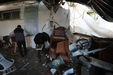 Gaza wakes up after the first night of Israeli' strikes [Mohammed Asad/Middle East Monitor]