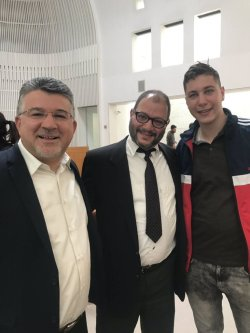 Hadash elHadash election hopeful Ofer Cassif with Arab-Israeli Member of the Knesset attend the Supreme Court season on 14 March 2019 to contest a ban on Cassif and Arab-Israel parties Ra'am-Balad running in April's election [Twitter]ection hopeful Ofer Cassif with Arab-Israeli Member of the Knesset attend the Supreme Court season on 14 March 2019 to contest a ban on Cassif and Arab-Israel parties Ra'am-Balad running in April's election