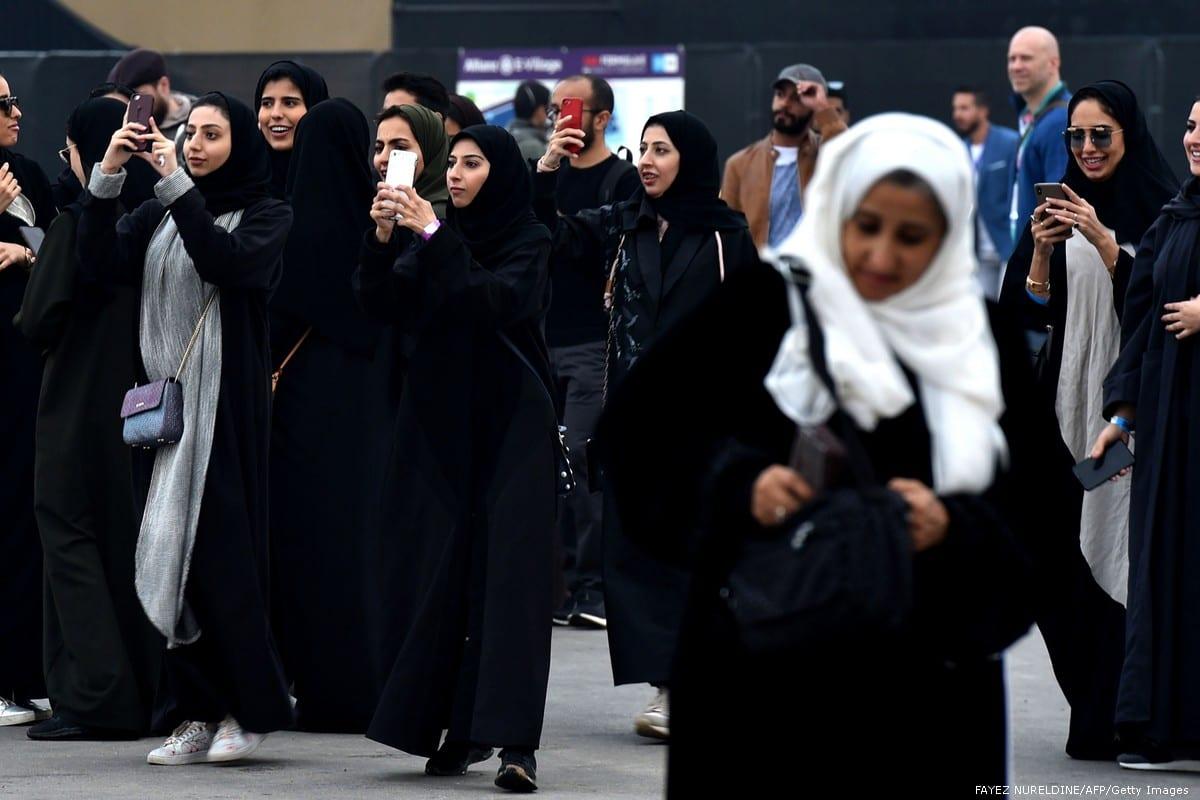 Saudi women take photographs in Riyadh, on 15 December 2018 [FAYEZ NURELDINE/AFP/Getty Images]