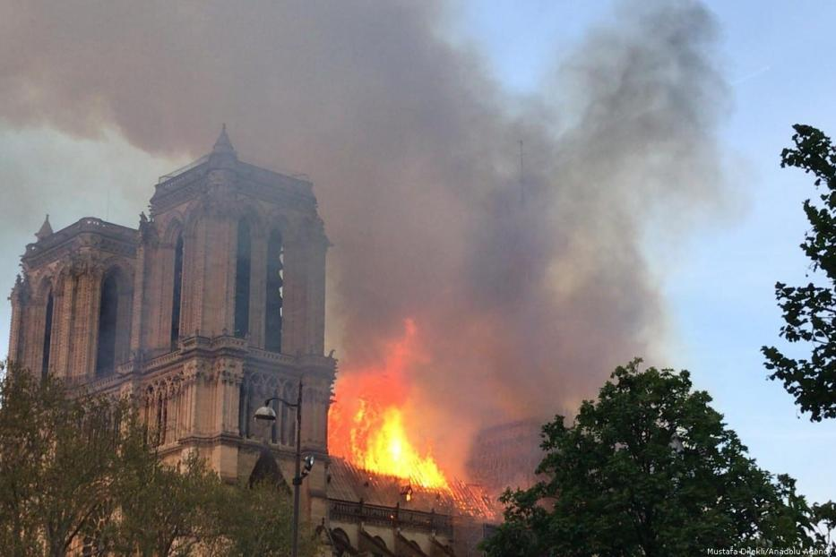 Flames and smoke rising from the Notre Dame cathedral in Paris, France on 15 April 2019 [Mustafa Dilekli/Anadolu Agency]